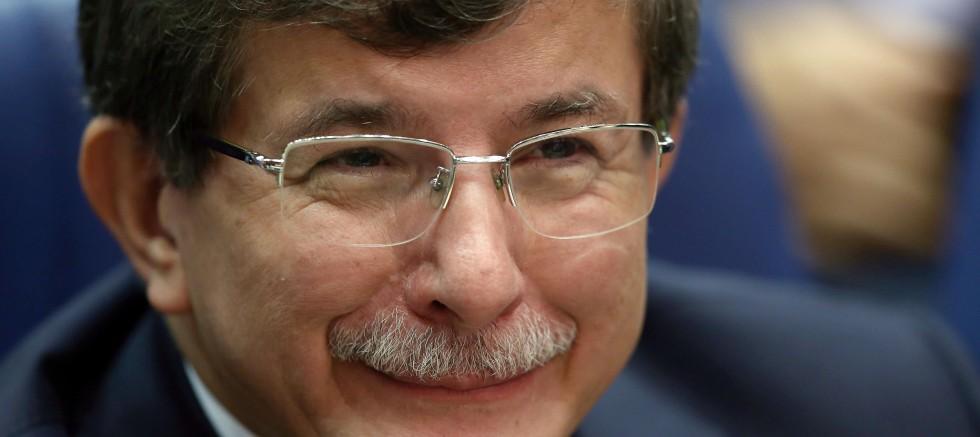 Ahmet Davutoğlu FETÖ'nün siyasi ayağı için isim verdi