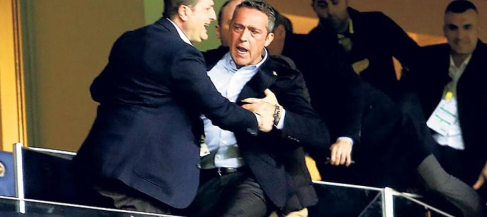 Fenerbahçe taraftarı Ali Koç'u vizyonsuzlukla eleştiriyor