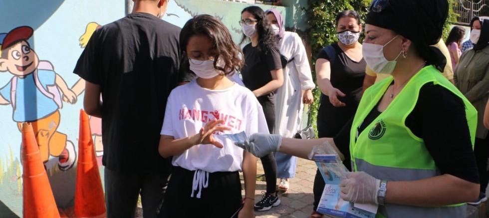 Kartal Belediyesi'nden YKS'ye Giren Öğrencilere Su, Maske ve Kolonya Dağıtımı