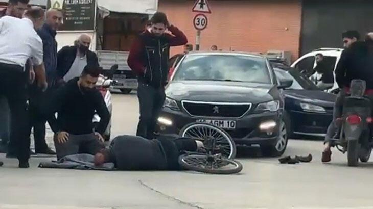 Otomobille çarptığı bisikletlinin başında ambulansı bekledi